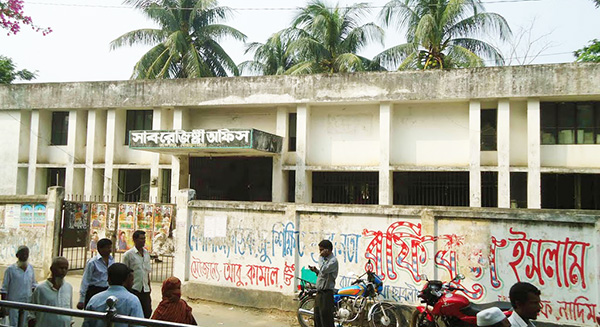 দূর্নীতিবাজদের খপ্পরে রূপগঞ্জ সাব-রেজিষ্ট্রি অফিস : ঘুষ ছাড়া এক চূলও নড়েনা কাগজ