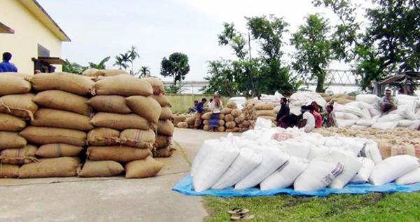 কক্সবাজারে গুদাম কর্মকর্তার কেরামতি : ৮৫ লাখ টাকার সরকারি চাল গায়েব