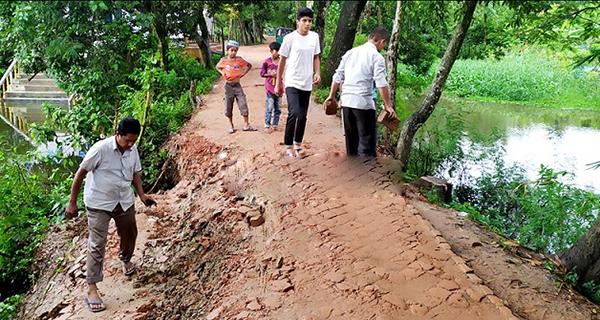 কুমিল্লার ব্রাম্মণপাড়া-দুলালপুর-বালিনা সড়কের বেহাল দশা, জনদুর্ভোগ চরমে