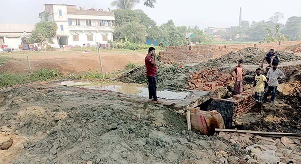 মুরাদনগরে সরকারি খাল ভরাটের হিড়িক