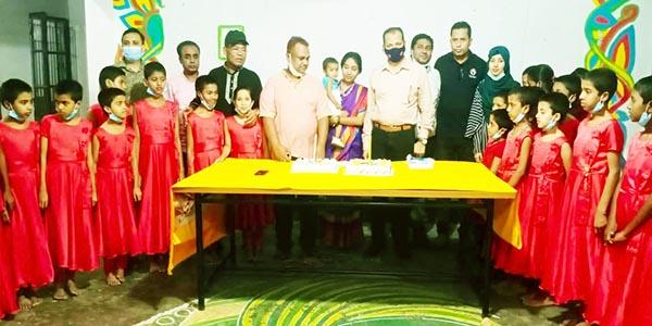 কুমিল্লায় সরকারি শিশু (বালিকা) পরিবারে মাস্ক-স্যানেটাইজার-গ্লাভস বিতরন ও পিঠা উৎসব