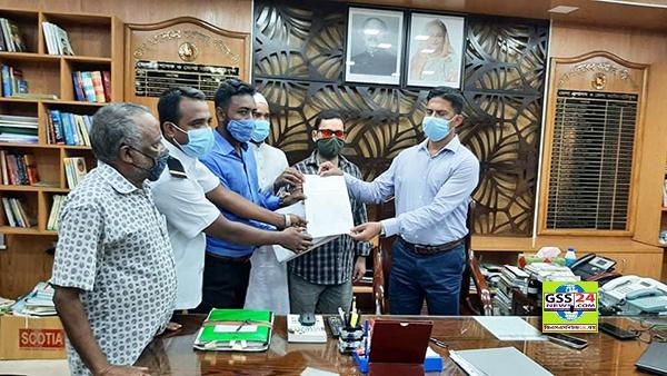 পটুয়াখালী লঞ্চ শ্রমিকদের জেলা প্রশাসকের নিকট স্মারকলিপি প্রদান