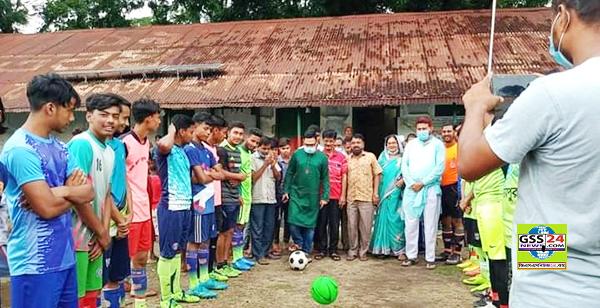 ইসলামপুরে বঙ্গবন্ধু ও বঙ্গমাতা গোল্ডকাপ ফুটবল খেলার শুভ উদ্বোধন