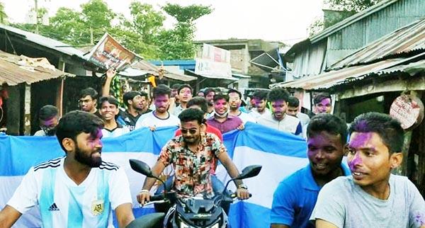 দুমকিতে ফুটবল তারকা মেসির-৩৪তম জন্মদিন উদযাপন