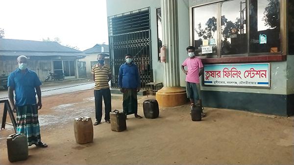 কমলগঞ্জে পেট্রোল পাম্প বন্ধ থাকায় কৃষকদের বিক্ষোভ