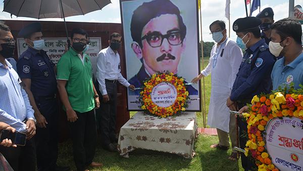 কুমিল্লায় জাতির পিতা বঙ্গবন্ধুর জ্যেষ্ঠ পুত্র শেখ কামালের জন্মদিনে বৃক্ষরোপন